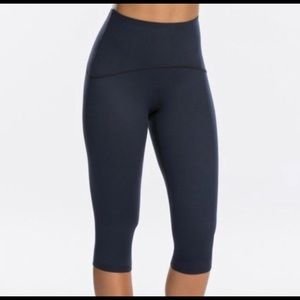 SPANX NWOT Navy Active Compression Cropped Legging
